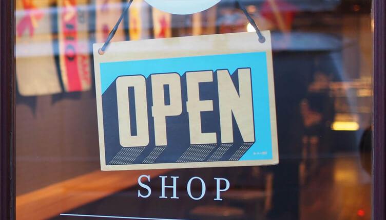 Come aiutare le piccole attività commerciali contro i colossi del web?